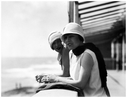 Bibi et Yvonne à Royan (1926) © Jacques Henri Lartigue / Ministère de la Culture-France