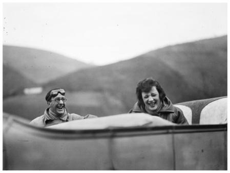 Ubu et Bibi sur la route entre Lourdes et Pau (1925) © Jacques Henri Lartigue / Ministère de la Culture-France